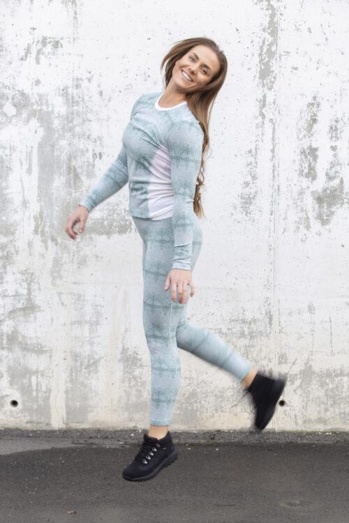 Helly Hansen W Merino Mid Graphic LS shoppes her